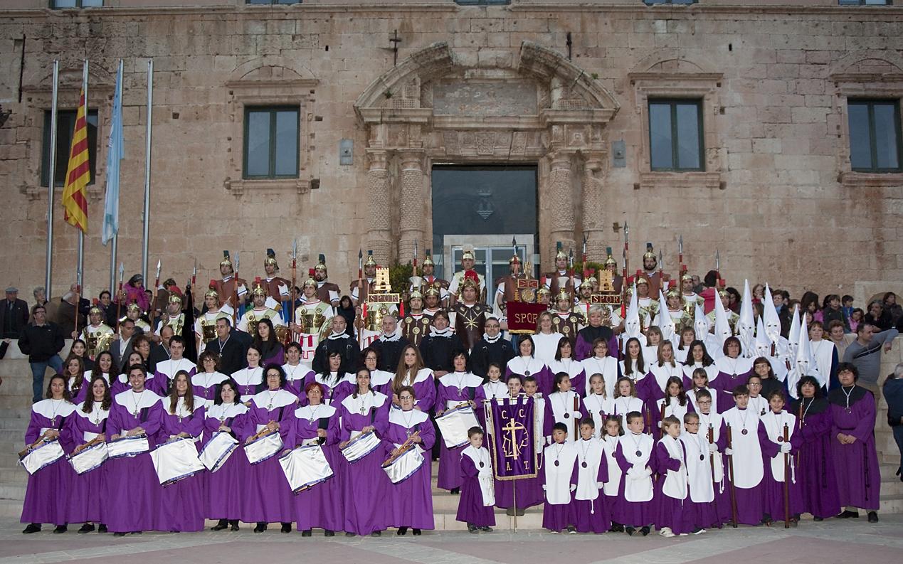 Participants de la Confraria de la Creu - Armats de Torredembarra en la Processó del Sant Enterrament del divendres 3 d'Abril (foto: Imma Font)
